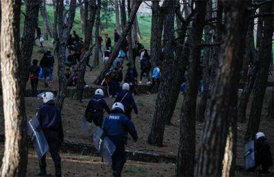 Greece expels migrants